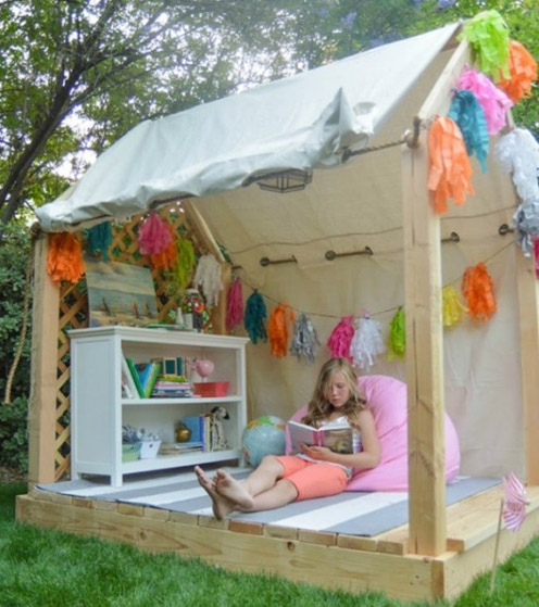 Outdoor Reading Space with Your Kids